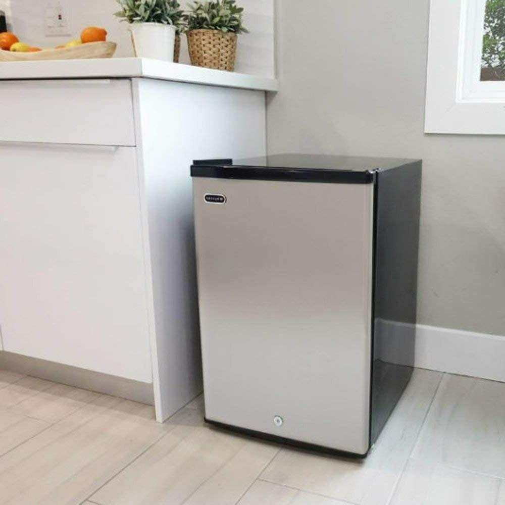 Whynter 2.1 cubic feet Upright Freezer Stainless Steel Door